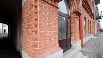 Краснокирпичный фасад на Московском