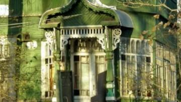 Крыльцо дома на Садовой улице в Песочном