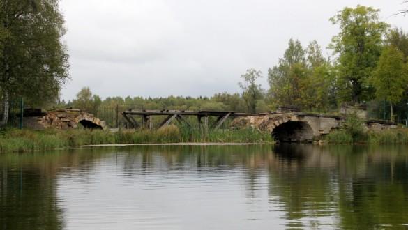 Руины Большого Каменного моста в Гатчине