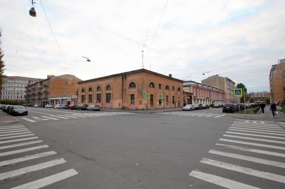 Угол Лодейнопольской и Петрозаводской