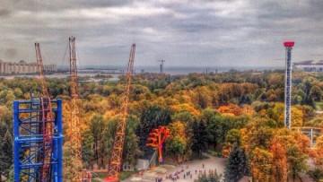 Вид на парк аттракционов на Крестовском