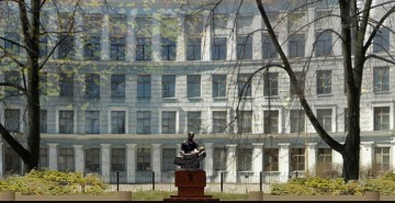 Памятник Углову