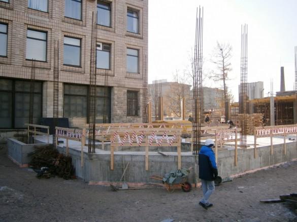 Стройка нового корпуса НПО Аврора на Карбышева