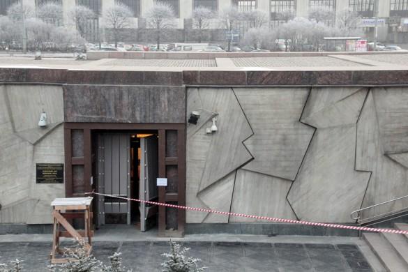 Вход в музей на площади Победы