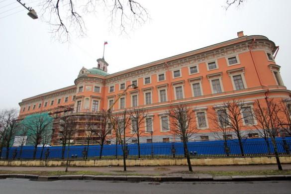 Восточный фасад Михайловского замка