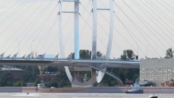 Вид на мост через Серный остров
