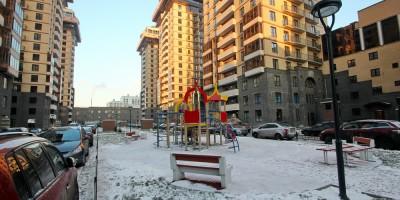 Детская площадка во дворе Империала на Киевской