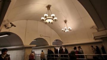 Люстры в переходе Пушкинская— Звенигородская