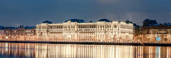 Подсветка домов на набережной Макарова