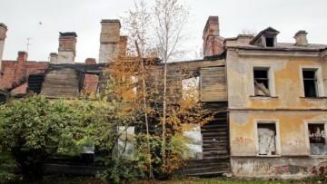 Сгоревший дом в Петергофе