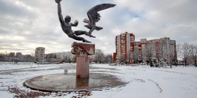 Скульптура Прометея на проспекте Просвещения