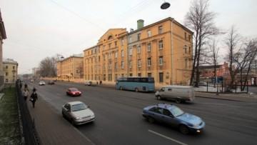 Средний проспект, административный и жилой дом трампарка