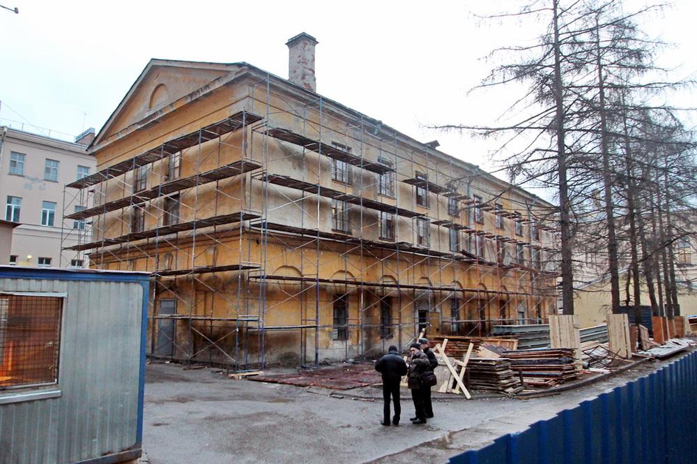 Улица Академика Лебедева, дом 4, во дворе