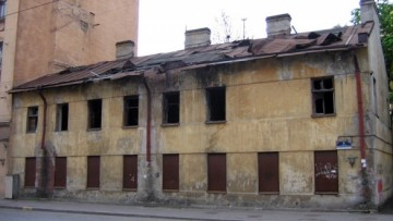 Улица Комиссара Смирнова, 4