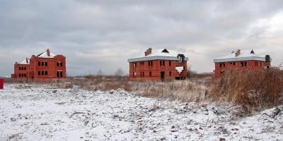 Заброшенные коттеджи на Петергофском шоссе