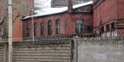 Красный выборжец, краснокирпичный дом на Кондратьевском