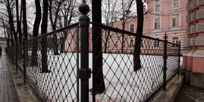 Ограда Медицинского университета на Кирочной