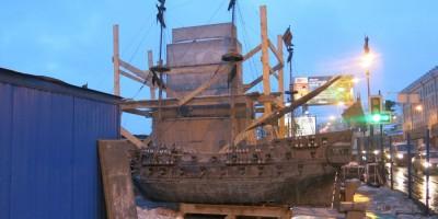 Установка памятника на бывшей набережной Робеспьера