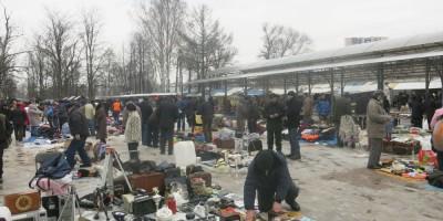 Барахолка на Удельном рынке зимой