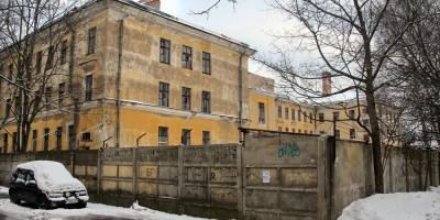 Двор дома на Захаржевской, 14