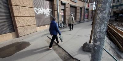 Тротуар на площади Стачек