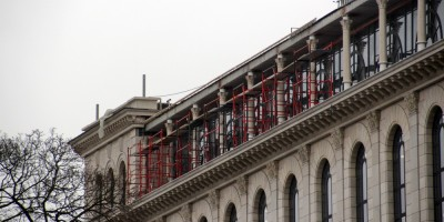 Здание на площади Островского