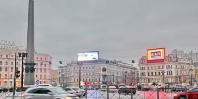 Площадь Восстания, рекламный телевизор