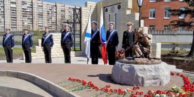Памятник в Крыловском научном центре
