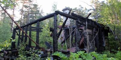 Сгоревшее здание на вилле Рено