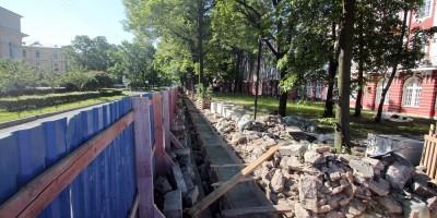 Демонтирована ограда Двенадцати коллегий