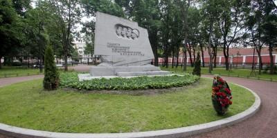 Кронштадт, Романовский сквер,памятник