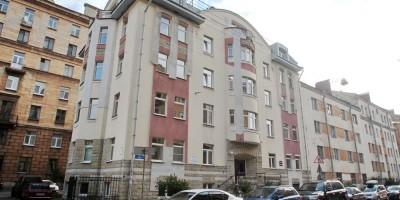 Лахтинская улица, 15