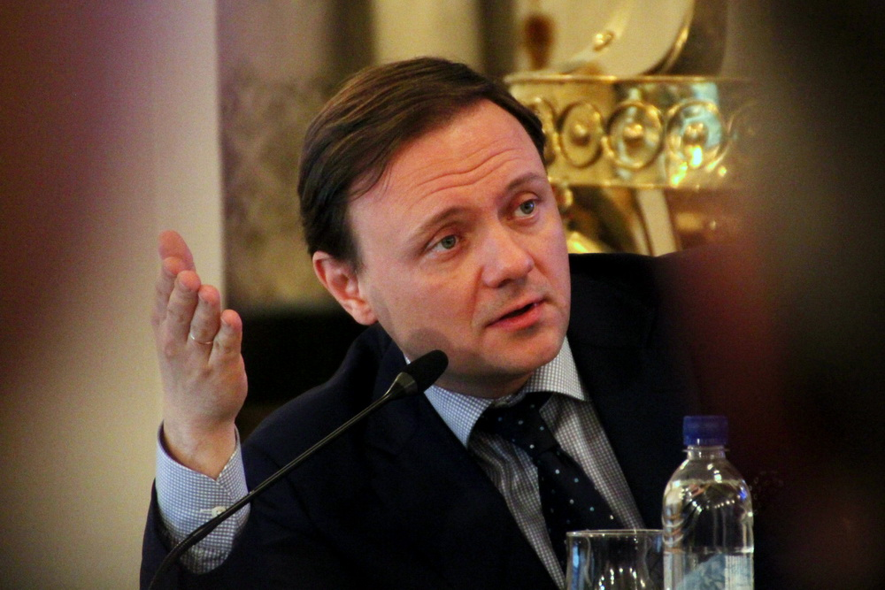 Сергей Макаров, рука