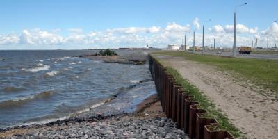 Шпунтовая стенка на берегу Финского залива