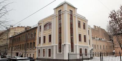 Здание стоматологической поликлиники № 16 на 3-й Красноармейской улице