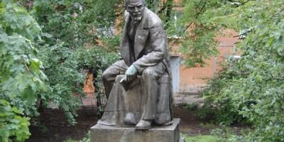 Памятник Ленину с завода «Эскалатор»