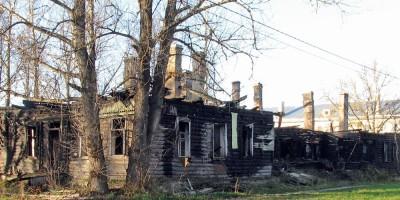 Пионерская улица, 2, сгоревший дом