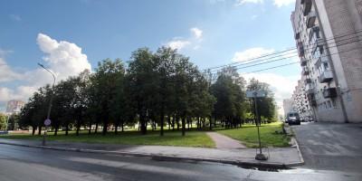 Сквер на Непокоренных и Меншиковском