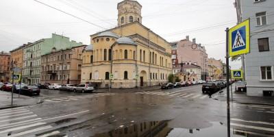 Угол Дегтярной и 5-й Советской улиц, вид на Благовещенскую церковь