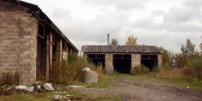 Улица Композиторов, брошенное здание