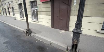 Улица Глинки, 15, колонны навеса
