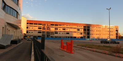Недостроенный корпус фабрики Веры Слуцкой на Богатырском проспекте