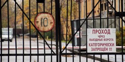 Константиноградская улица, ворота