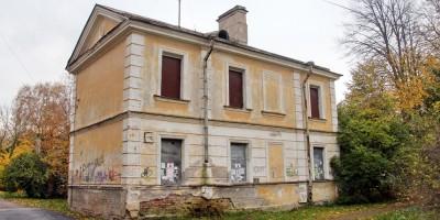 Старинный дом на Никольской в Петергофе продали с торгов