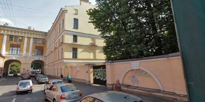 Улица Ломоносова, сквер, спортплощадка