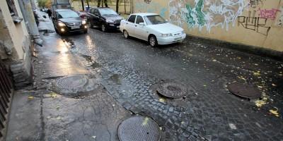 Улица Репина, люки