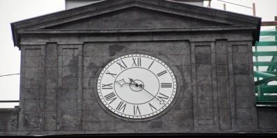 Дом Веге на Крюковом канале, часы
