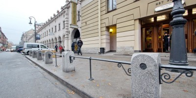 Кузнечный переулок, ограждение у метро Владимирская