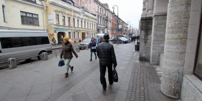 Кузнечный переулок, тротуар у Кузнечного рынка