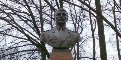 Памятник Николаю Майданову в парке Победы